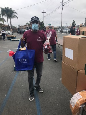 San Diegans ready to distribute healthy food by Jacobs & Cushman San Diego Food Bank.