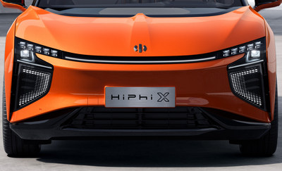 HiPhi X utilizes a revolutionary liquid cooling system to efficiently remove excess heat. This ensures the car lights system continues to operate normally even with extreme external temperatures ranging from as low as -40 and high as 100 degrees Celsius.