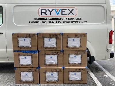 Embarque de parte de la donación hacia Barbados y los países miembros de la OECO (PRNewsfoto/Ryvex)