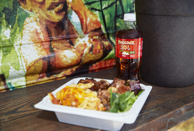 Manzanita Sol celebra su llegada a Nueva York regalando comida gratis a los neoyorquinos y donando $10,000 a cuatro camiones de comida locales.