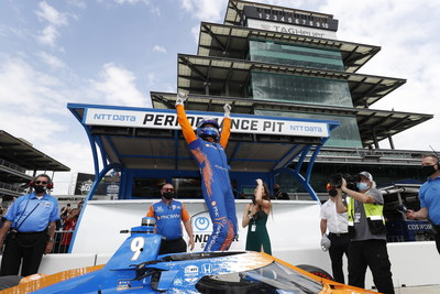Honda's Scott Dixon captured the pole Sunday for next weekend's 105th running of the Indianapolis 500.