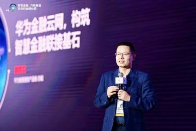 Kevin Hu, presidente de la Línea de Productos de Comunicación de Datos de Huawei, presenta la solución Financial Cloud-Network (PRNewsfoto/Huawei)